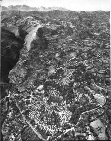 E1_Algerie-1961_p107_Djemâa-Saharidj